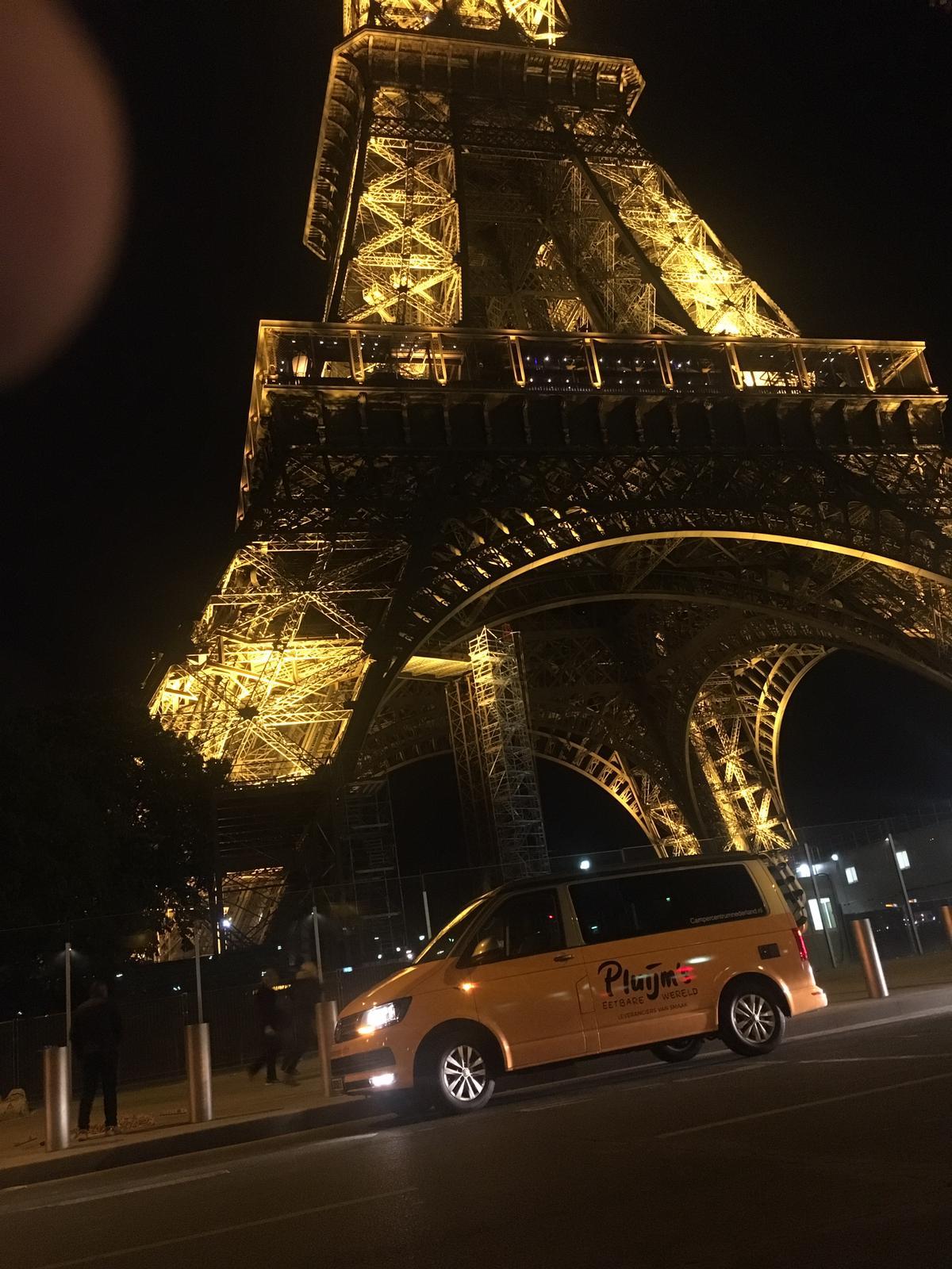 Reneé Pluijm met een VW California door Frankrijk